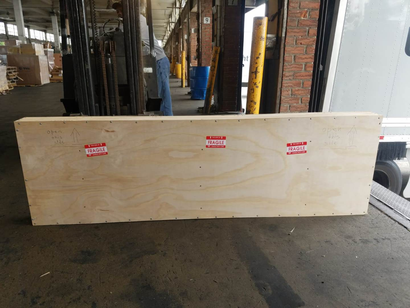 Fine art crating and shipping service