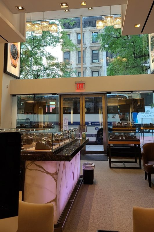 Luxurywatches – A Go-To Place for Luxury Watch Collectors & Dealers