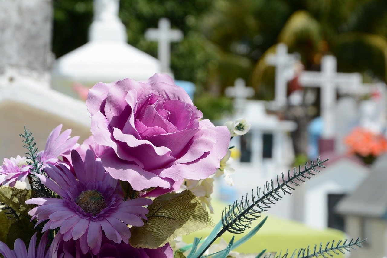 6 Creative Ideas to Honor Your Dearly Departed in an Artistic Fashion