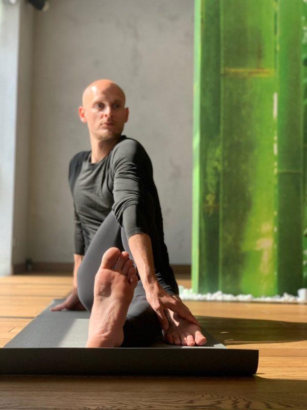 Yoga with Konstantin Novikov – A Step Toward a Conscious Lifestyle