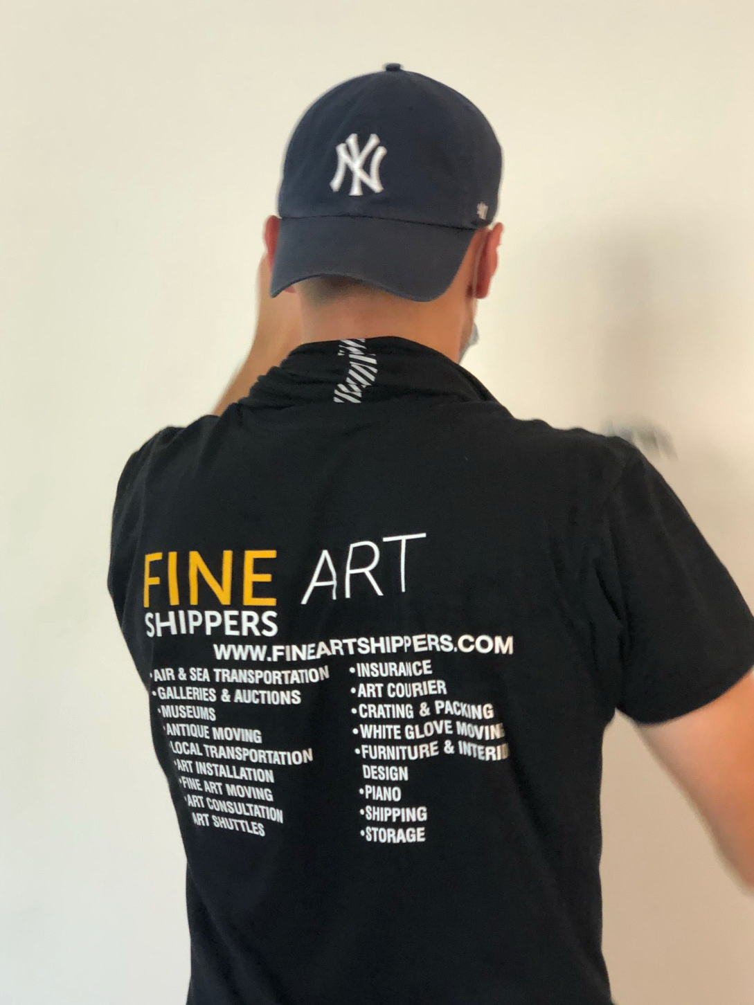 Art handling and art shipping services