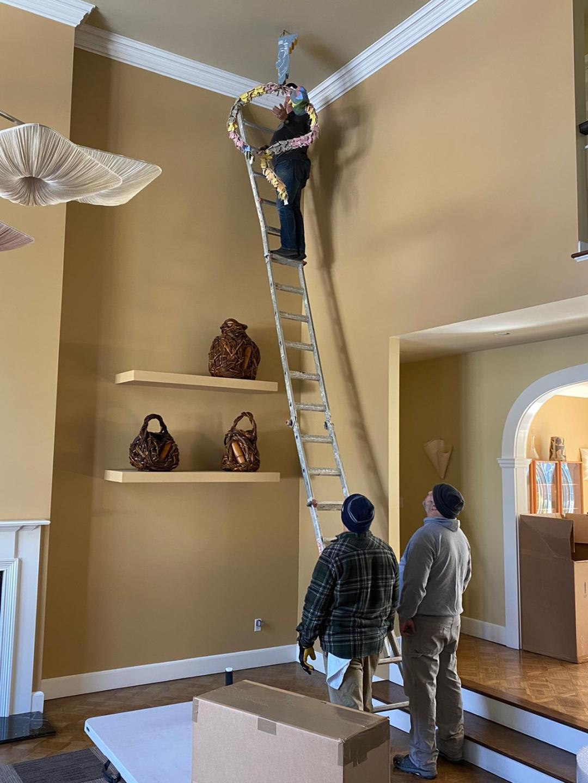 Art installation and deinstallation services